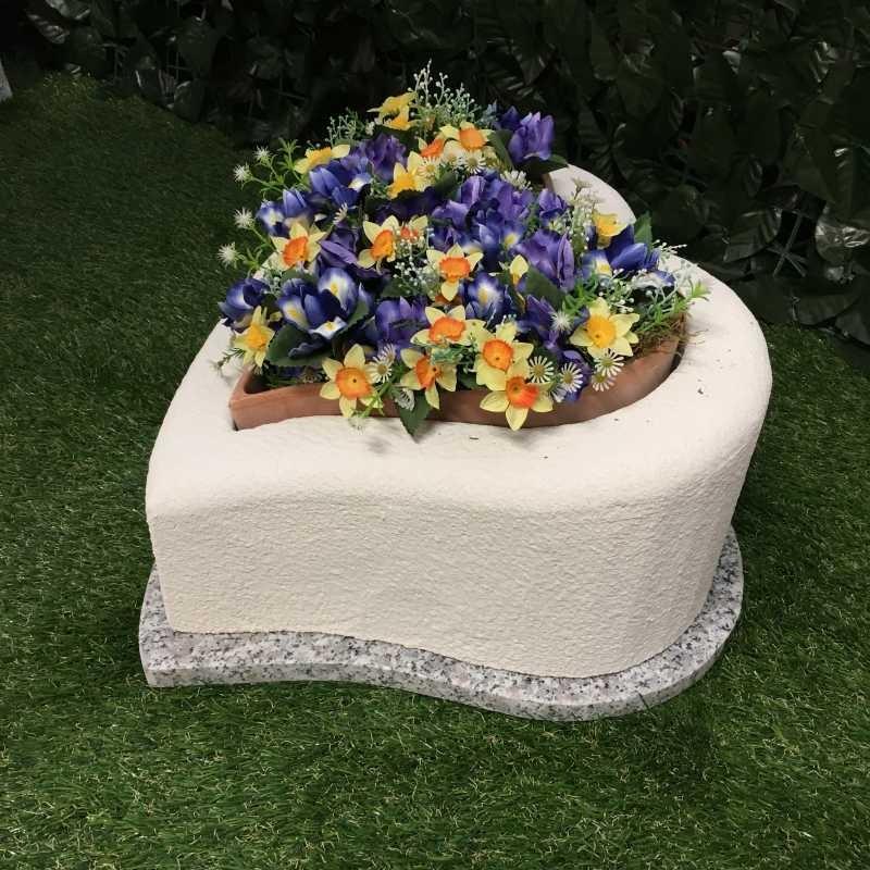 Tomba per cane o gatto modello cuore con base e fioriera