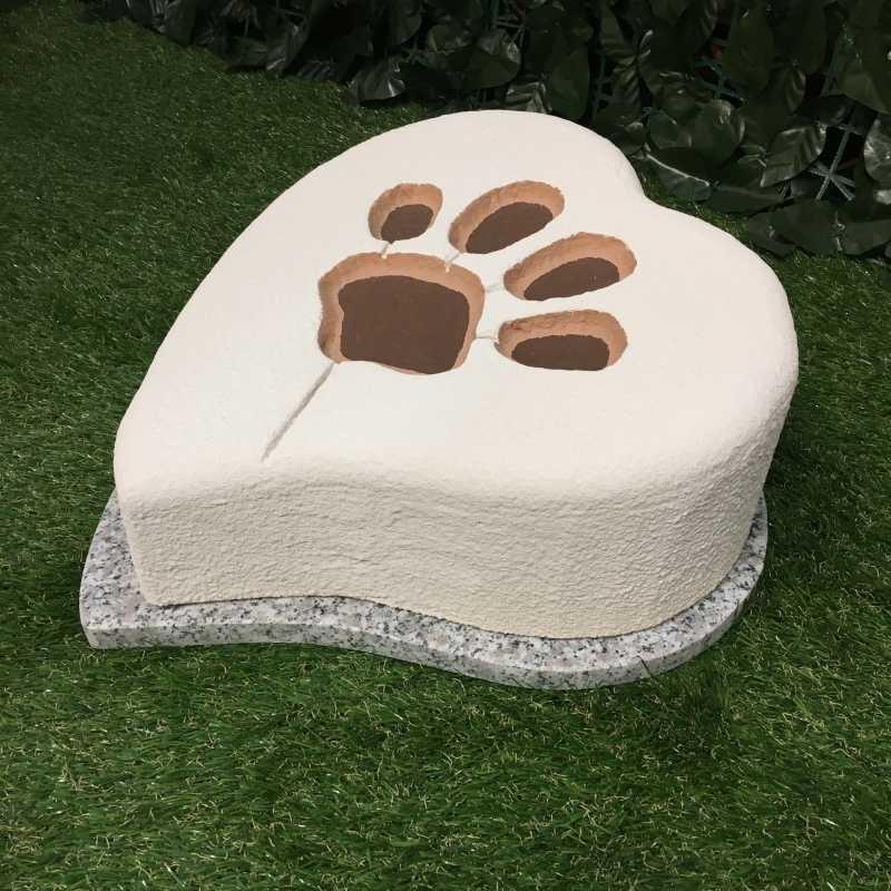 Tomba per animale cane o gatto modello orma a cuore con base